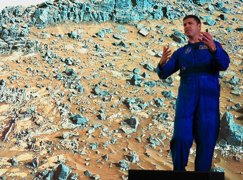 Jeremy Hansen visits Mars – at Alberta's Jasper Dark Sky Festival.